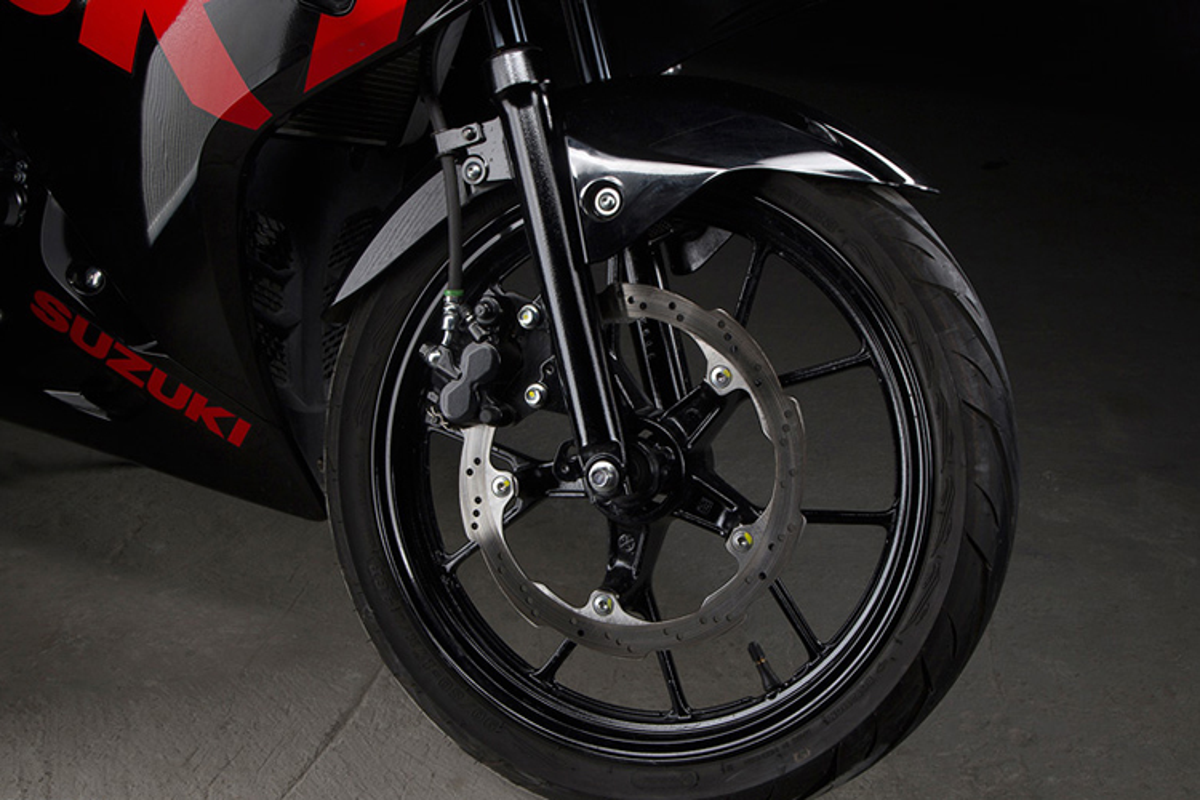 "Suzuki GSX-R150 gia 75 trieu ""dau"" Yamaha R15 tai VN-Hinh-10"