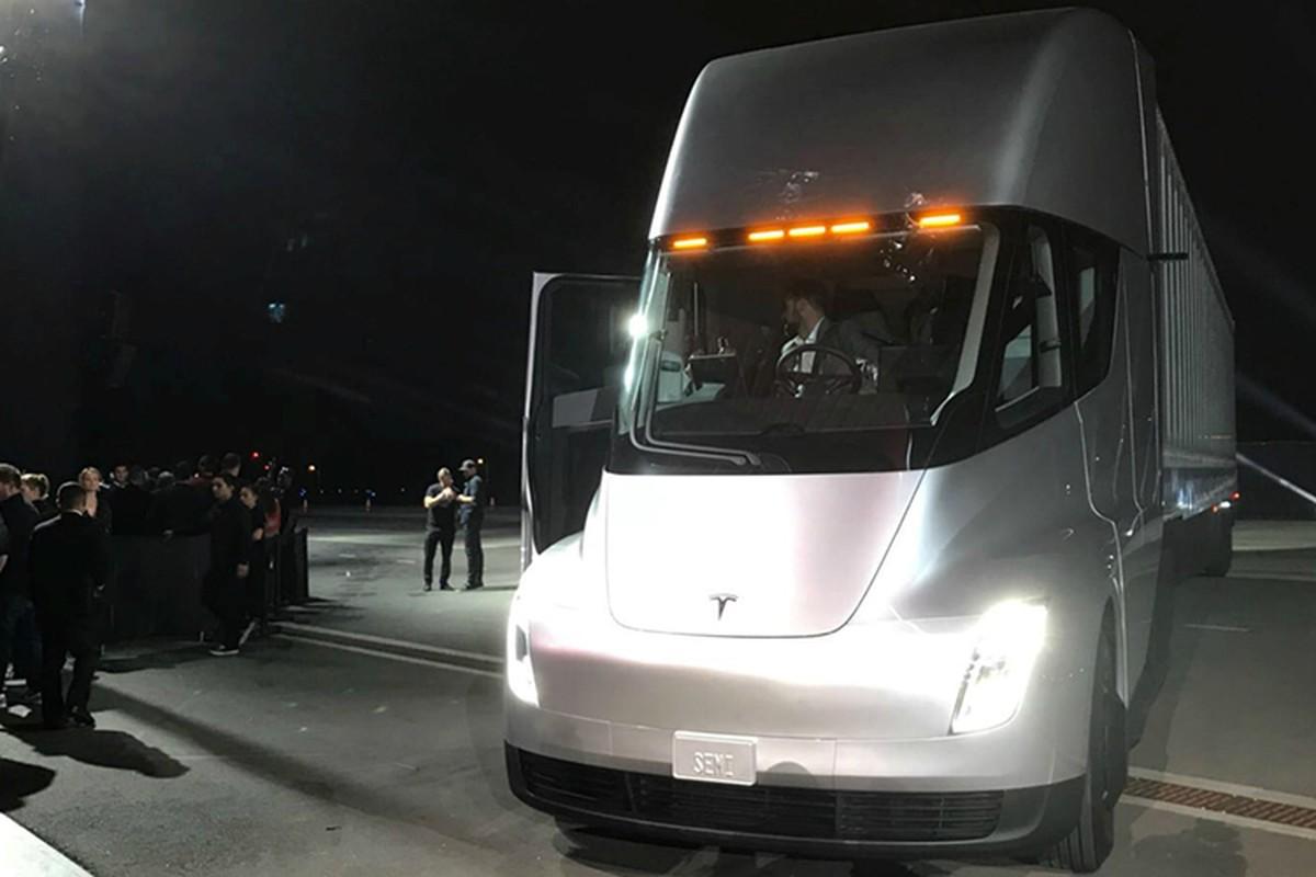 Xe dau keo chay dien Tesla Semi Truck gia 3,4 ty dong-Hinh-4
