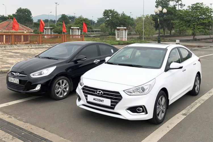 Sedan sieu re Hyundai Accent 2018 lan banh tai VN