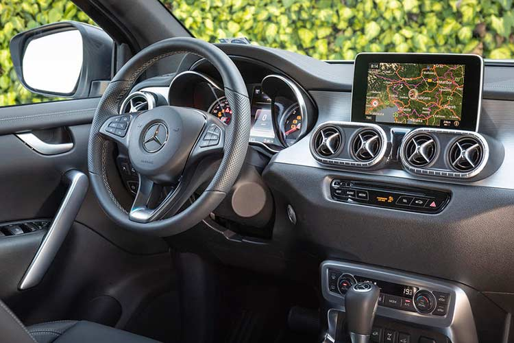 Mercedes X-Class phien ban cao cap nhat gia 1,16 ty dong-Hinh-5