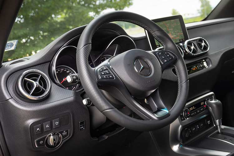 Mercedes X-Class phien ban cao cap nhat gia 1,16 ty dong-Hinh-6