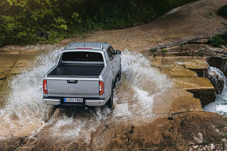 Mercedes X-Class phien ban cao cap nhat gia 1,16 ty dong-Hinh-9