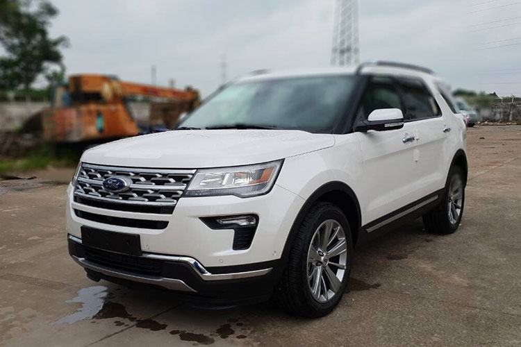 Can canh Ford Explorer 2018 gia hon 2 ty ve VN