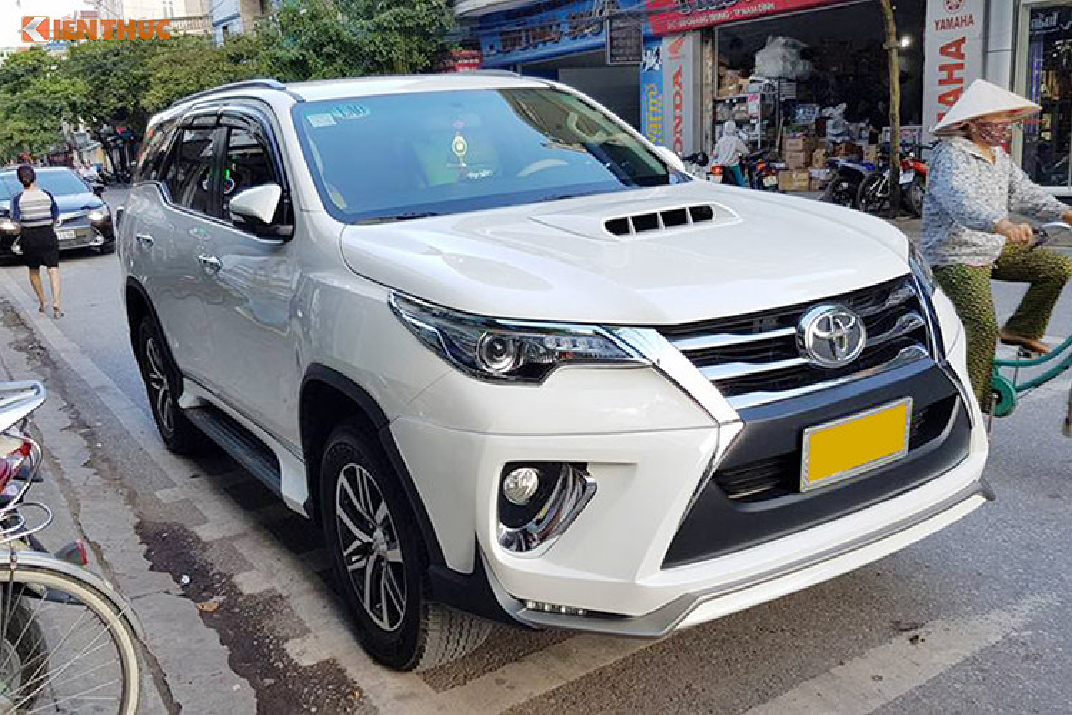 Toyota Fortuner do xe sang Lexus 570 sieu re o Sai Gon-Hinh-7