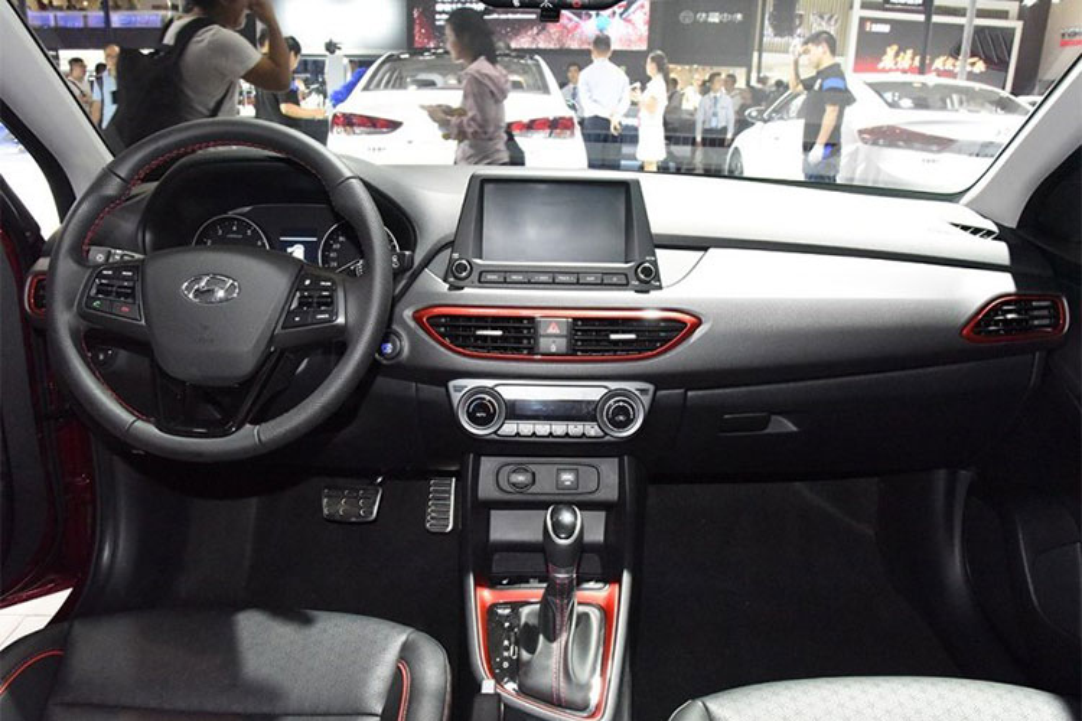 Chi tiet xe Hyundai Celesta sieu re, chi 274 trieu dong-Hinh-5