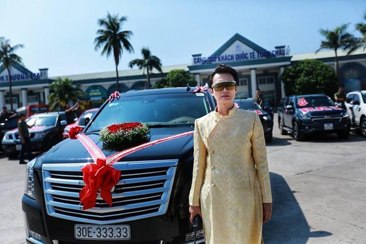 Cadillac Escalade tien ty bien