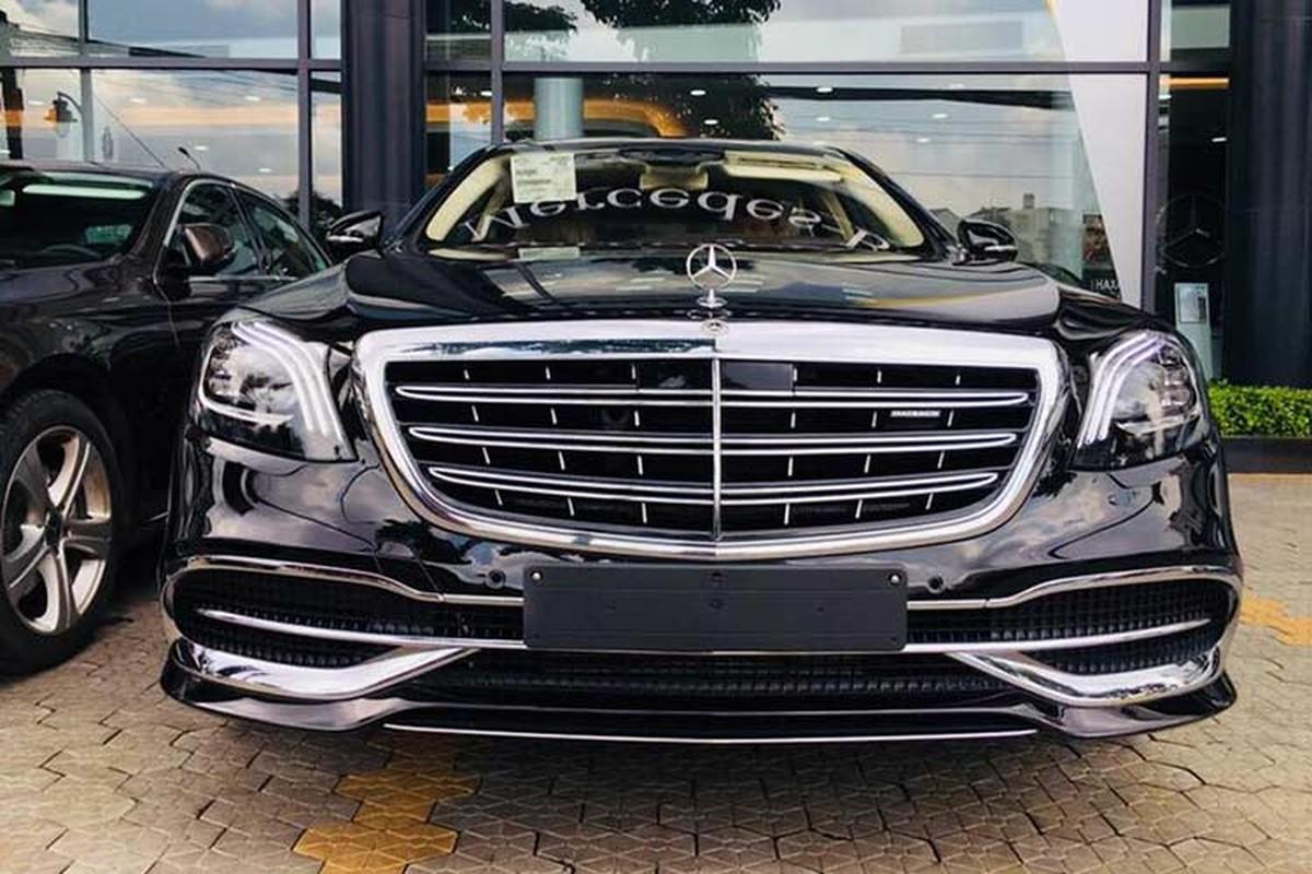 """Mercedes-Maybach S560 hon 11 ty """"lo hang"""" tai VN"""
