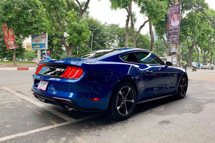 Can canh Ford Mustang 2018 mau doc gia 2,7 ty tai VN-Hinh-2