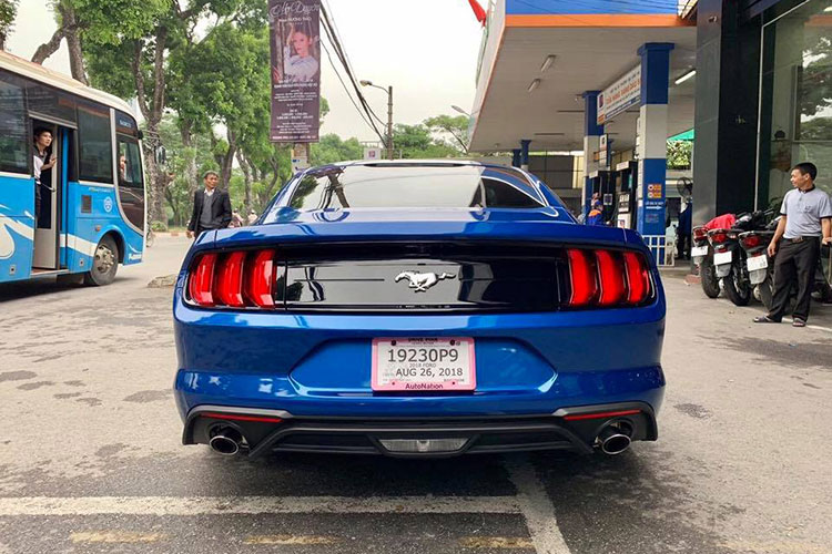 Can canh Ford Mustang 2018 mau doc gia 2,7 ty tai VN-Hinh-3