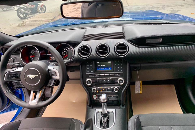Can canh Ford Mustang 2018 mau doc gia 2,7 ty tai VN-Hinh-4
