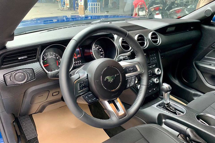 Can canh Ford Mustang 2018 mau doc gia 2,7 ty tai VN-Hinh-5