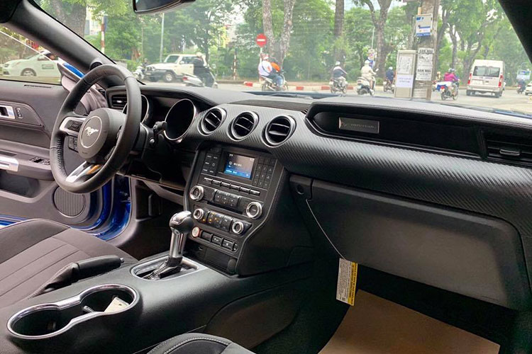 Can canh Ford Mustang 2018 mau doc gia 2,7 ty tai VN-Hinh-6