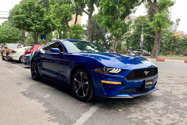 Can canh Ford Mustang 2018 mau doc gia 2,7 ty tai VN