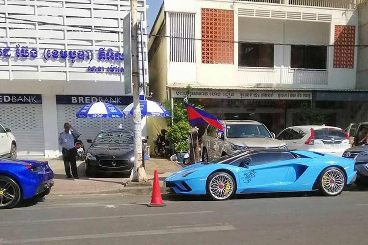 Sieu xe Lamborghini Aventador S mui tran cap ben Campuchia-Hinh-3