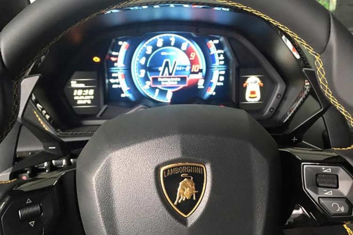 Sieu xe Lamborghini Aventador S mui tran cap ben Campuchia-Hinh-5