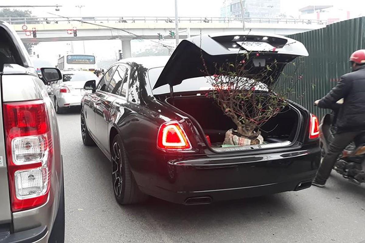 Dai gia Ha Noi cho dao Tet bang Rolls-Royce Ghost hon 40 ty