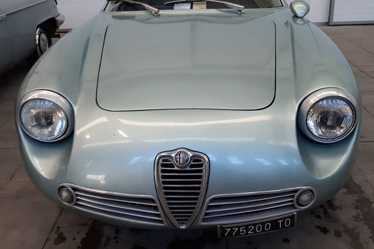Alfa Romeo ngu duoi tang ham suot 35 nam gia 15 ty dong-Hinh-3