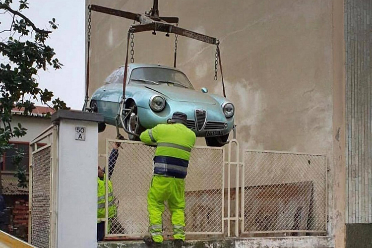 Alfa Romeo ngu duoi tang ham suot 35 nam gia 15 ty dong
