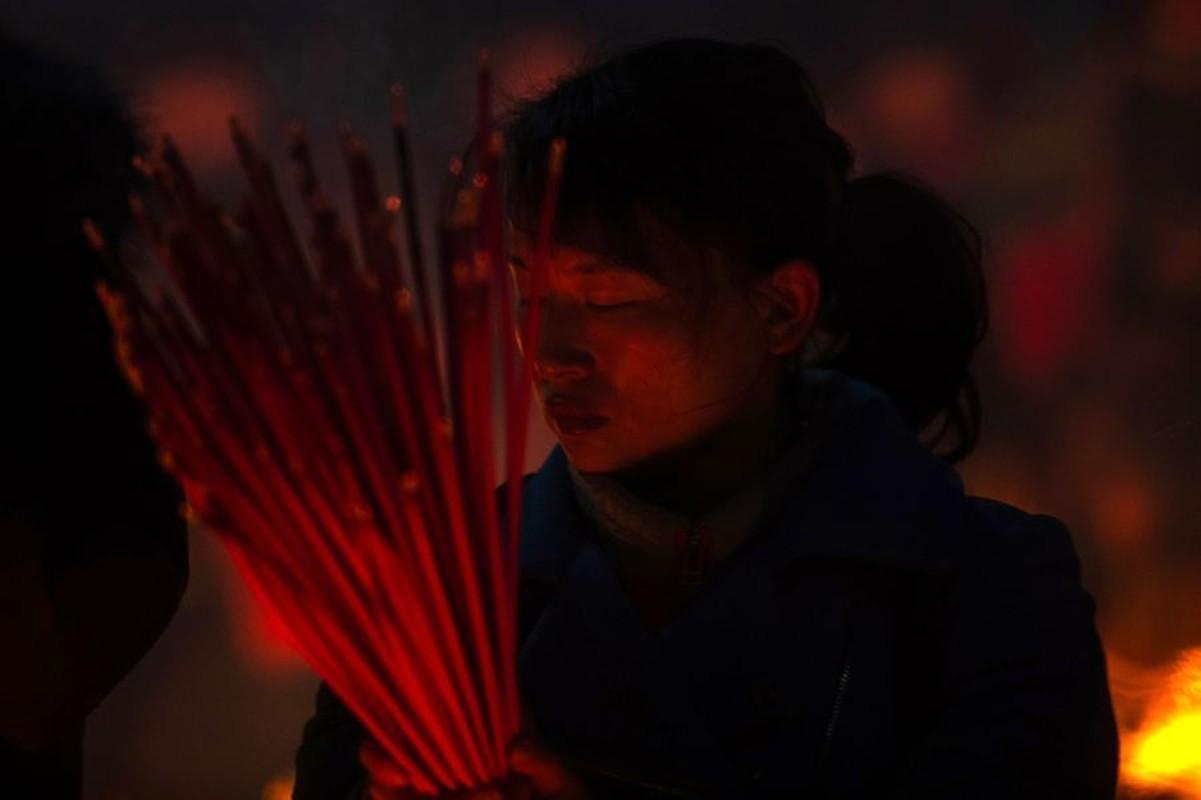 Bien nguoi Trung Quoc chen chuc khan Than Tai-Hinh-5