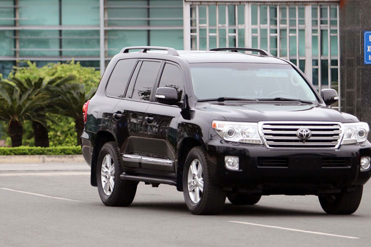 Toyota Land Cruiser dac biet cua Trieu Tien xuat hien tai Ha Noi-Hinh-2