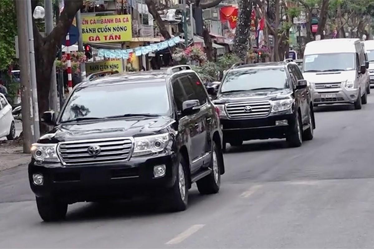 Toyota Land Cruiser dac biet cua Trieu Tien xuat hien tai Ha Noi-Hinh-6