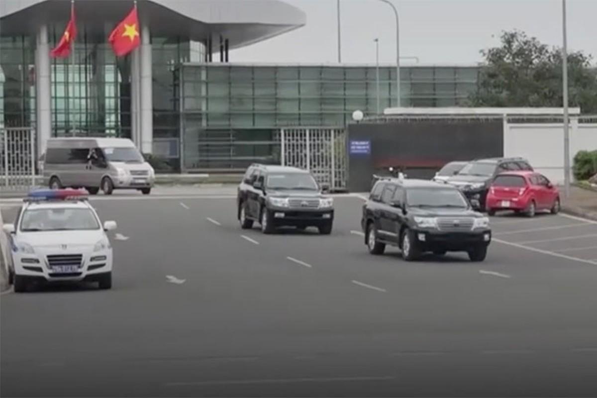 Toyota Land Cruiser dac biet cua Trieu Tien xuat hien tai Ha Noi