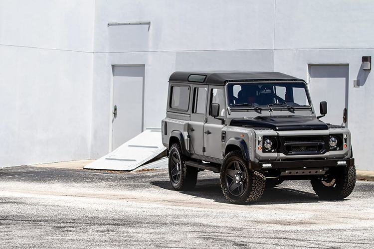 "Land Rover Defender do ""trai tim"" My, noi that nhu sieu xe Y"