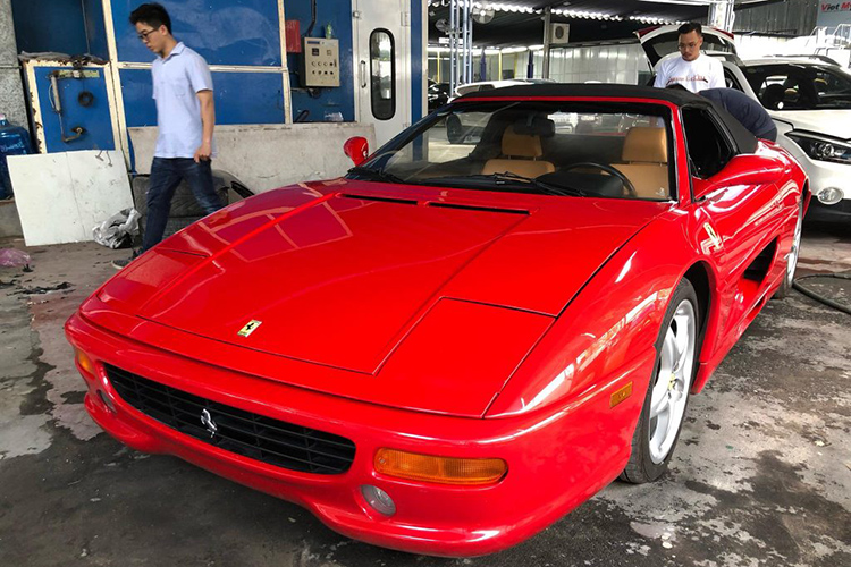 Can canh sieu xe Ferrari F355 Spider cam nhap vao VN
