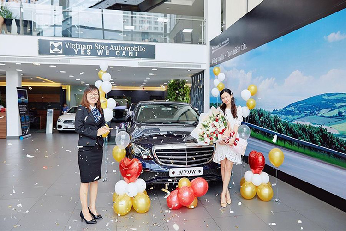 Khong can Phan Thanh, Midu van tau duoc Mercedes E-Class tien ty-Hinh-3