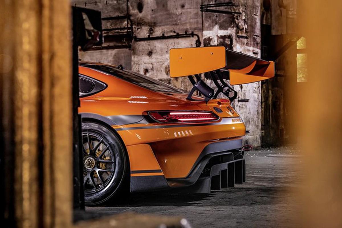 Ngam xe dua tien ty Mercedes-AMG GT3 ban nang cap moi-Hinh-5