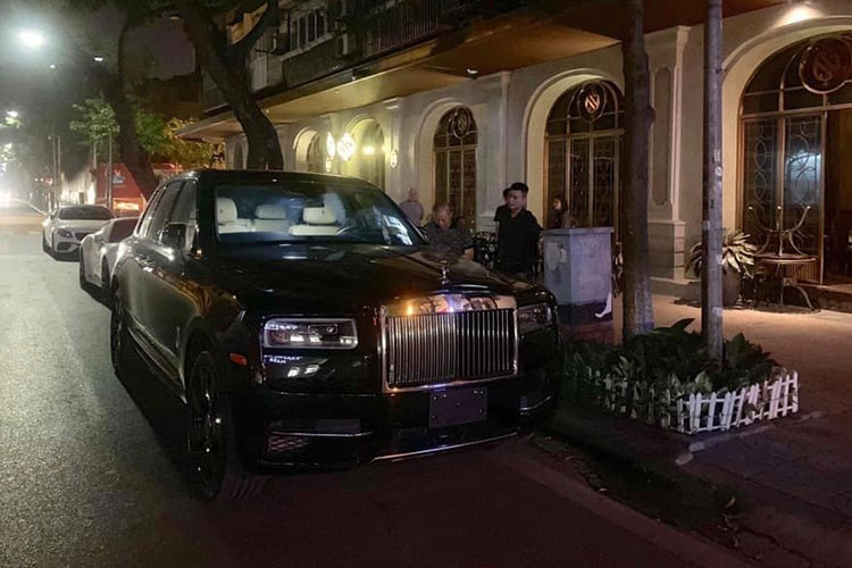 Xe Rolls-Royce Cullinan hon 41 ty ra bien trang o Ha Noi-Hinh-3