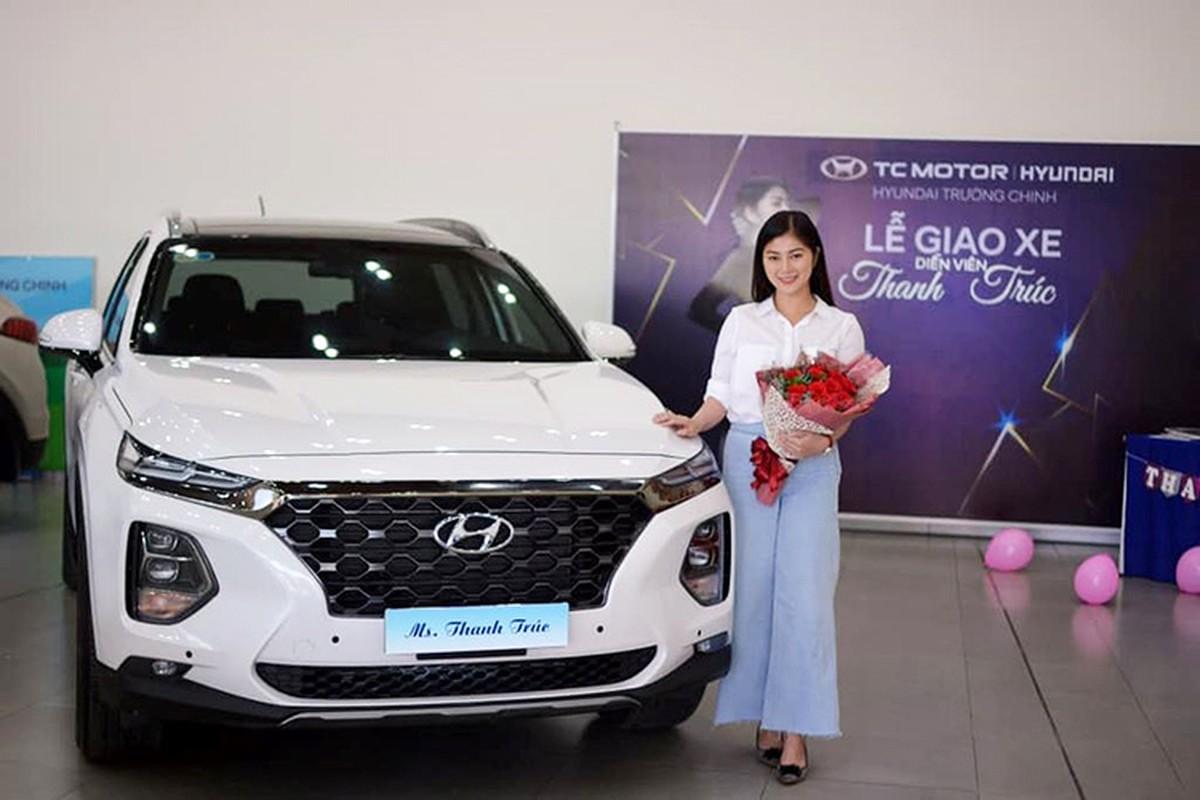 """Nguoi dep Thanh Truc """"tau"""" Hyundai Santa Fe 2019 hon 1 ty dong"""