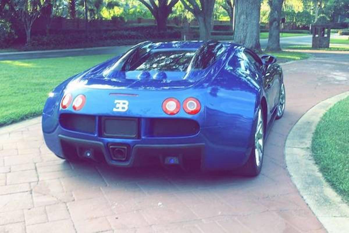 Sieu xe Bugatti Veyron nhai chao ban gan 3 ty dong-Hinh-4
