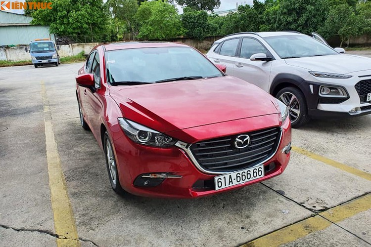Dai gia Binh Duong chi gan 2,7 ty mua Mazda3 bien khung-Hinh-3