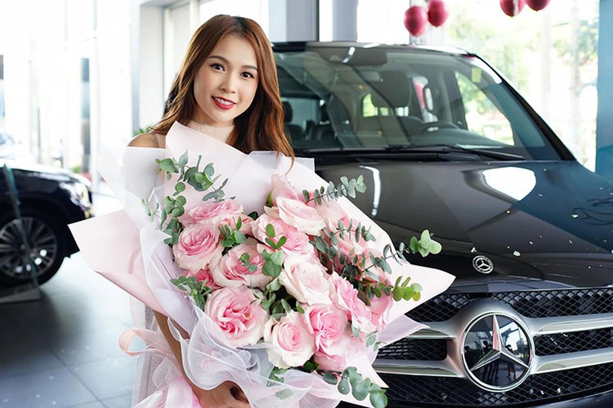 Hot girl Sam tau Mercedes-Benz V250 Luxury hon 2,5 ty dong-Hinh-2