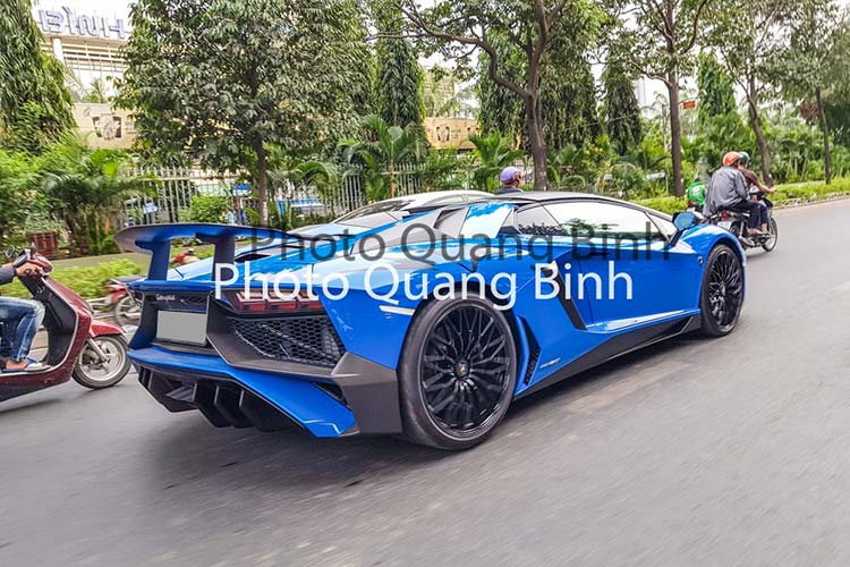 Xe Lamborghini Aventador SV Roadster gan 40 ty tai Viet Nam-Hinh-7