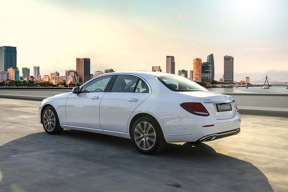 Can canh Mercedes-Benz E200 Exclusive hon 2,2 ty tai Viet Nam-Hinh-11