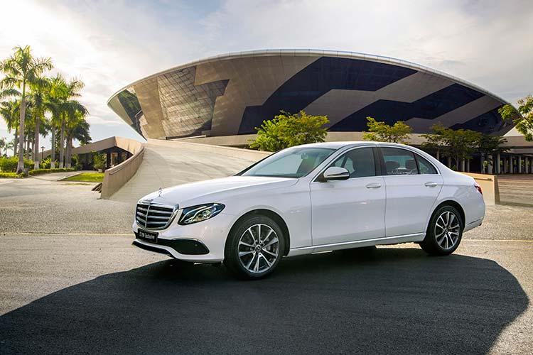 Can canh Mercedes-Benz E200 Exclusive hon 2,2 ty tai Viet Nam