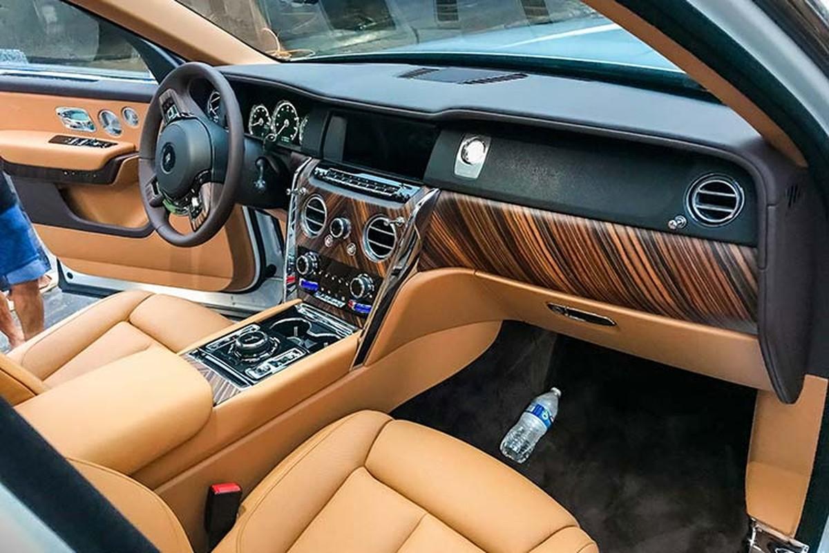 Rolls-Royce Cullinan hon 40 ty lap logo phat sang o Ha Thanh-Hinh-5