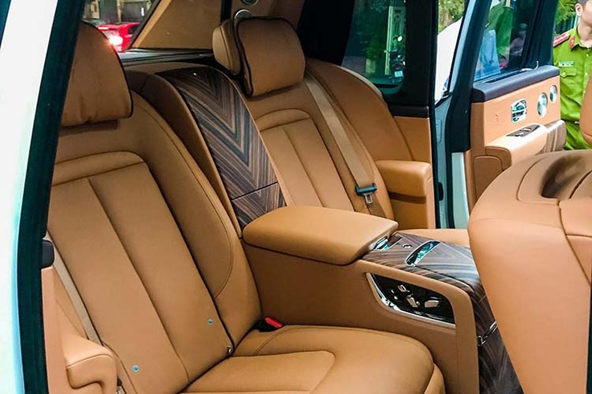Rolls-Royce Cullinan hon 40 ty lap logo phat sang o Ha Thanh-Hinh-7