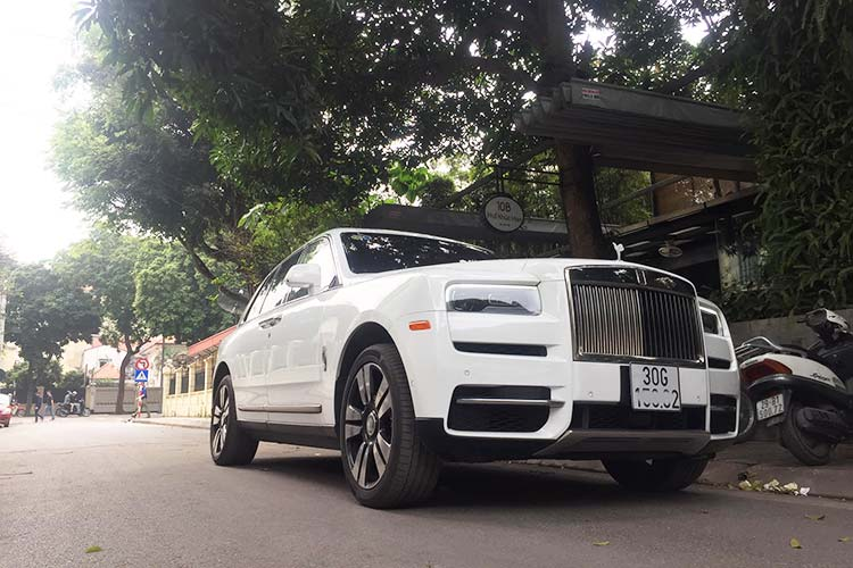 Rolls-Royce Cullinan hon 40 ty lap logo phat sang o Ha Thanh-Hinh-9