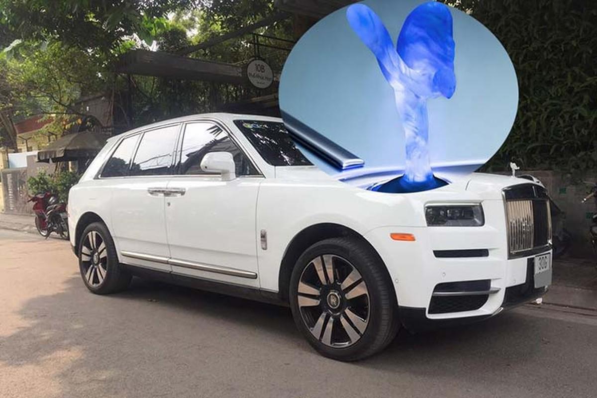 Rolls-Royce Cullinan hon 40 ty lap logo phat sang o Ha Thanh