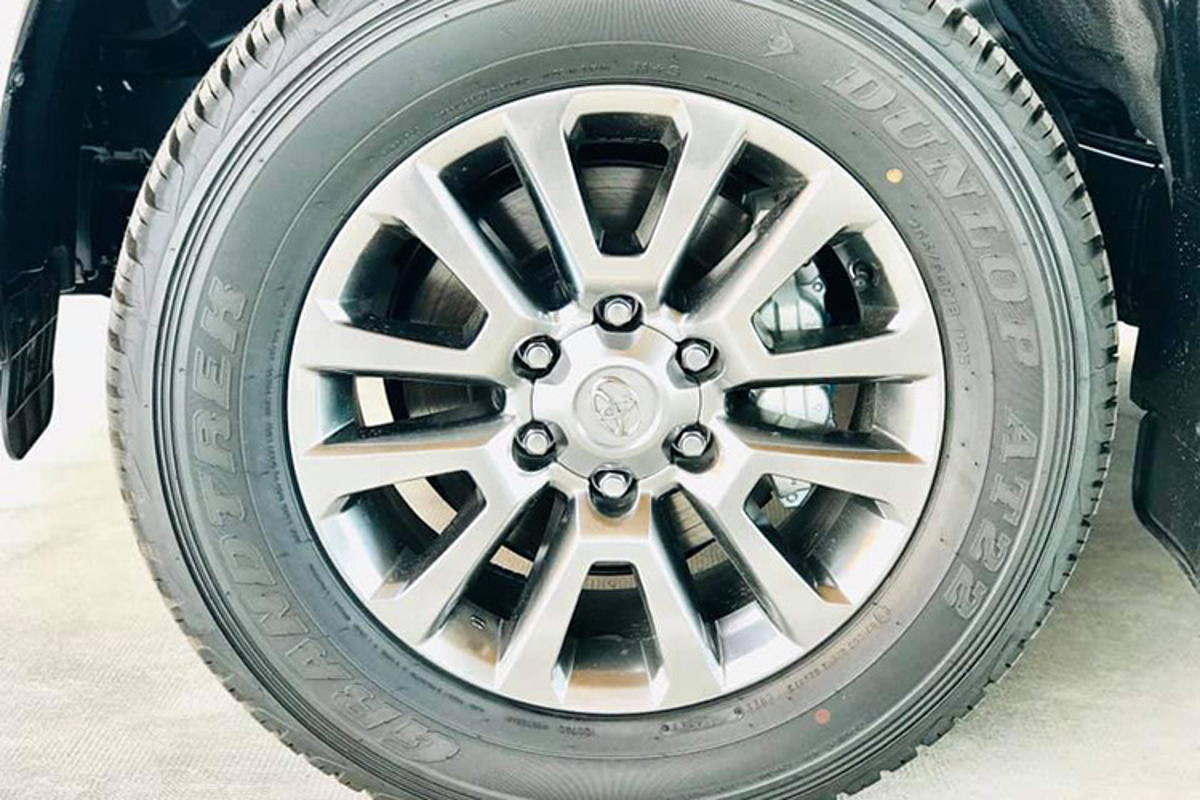 Can canh Toyota Land Cruiser Prado 2020 hon 2,3 ty tai Viet Nam-Hinh-4