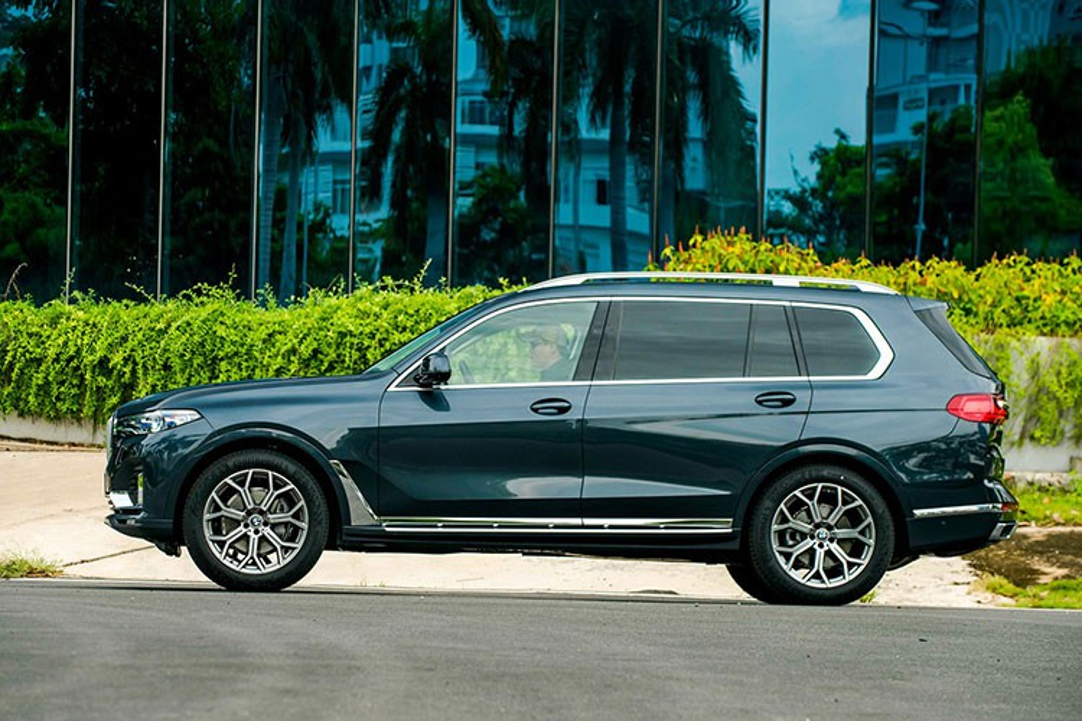 SUV hang sang BMW X7 giam toi 350 trieu dong tai Viet Nam-Hinh-2