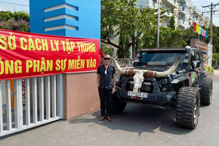 Jeep Wrangler do khung cho vong xep phong dich COVID-19