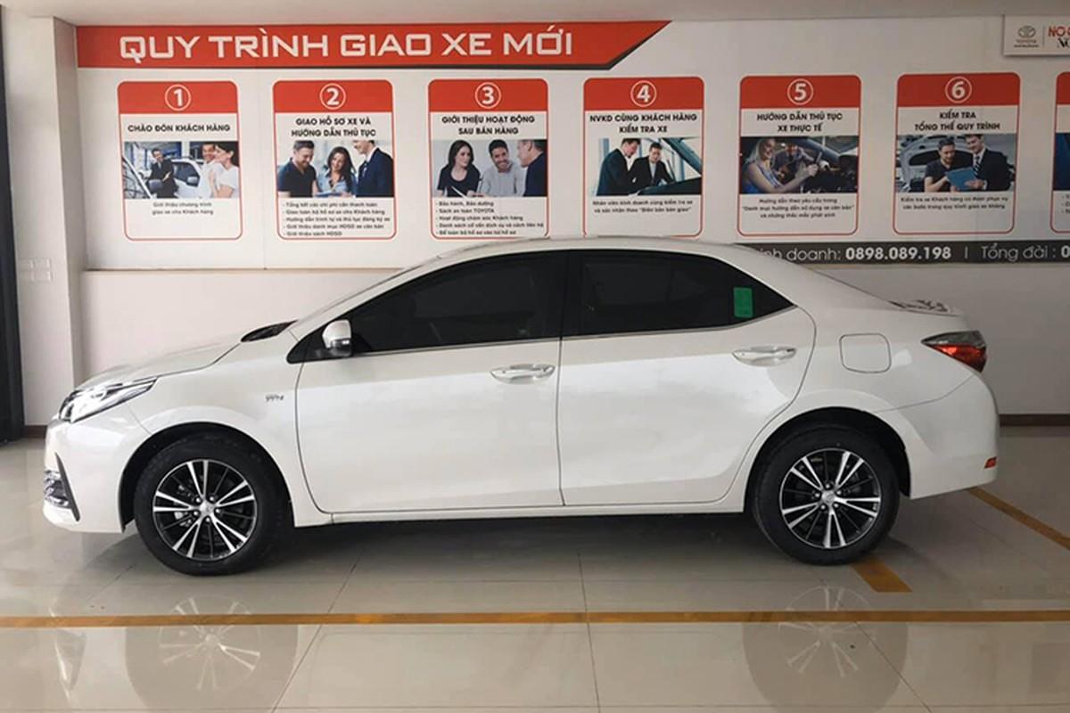 Toyota Corolla Altis giam gan 100 trieu dong tai Viet Nam-Hinh-2