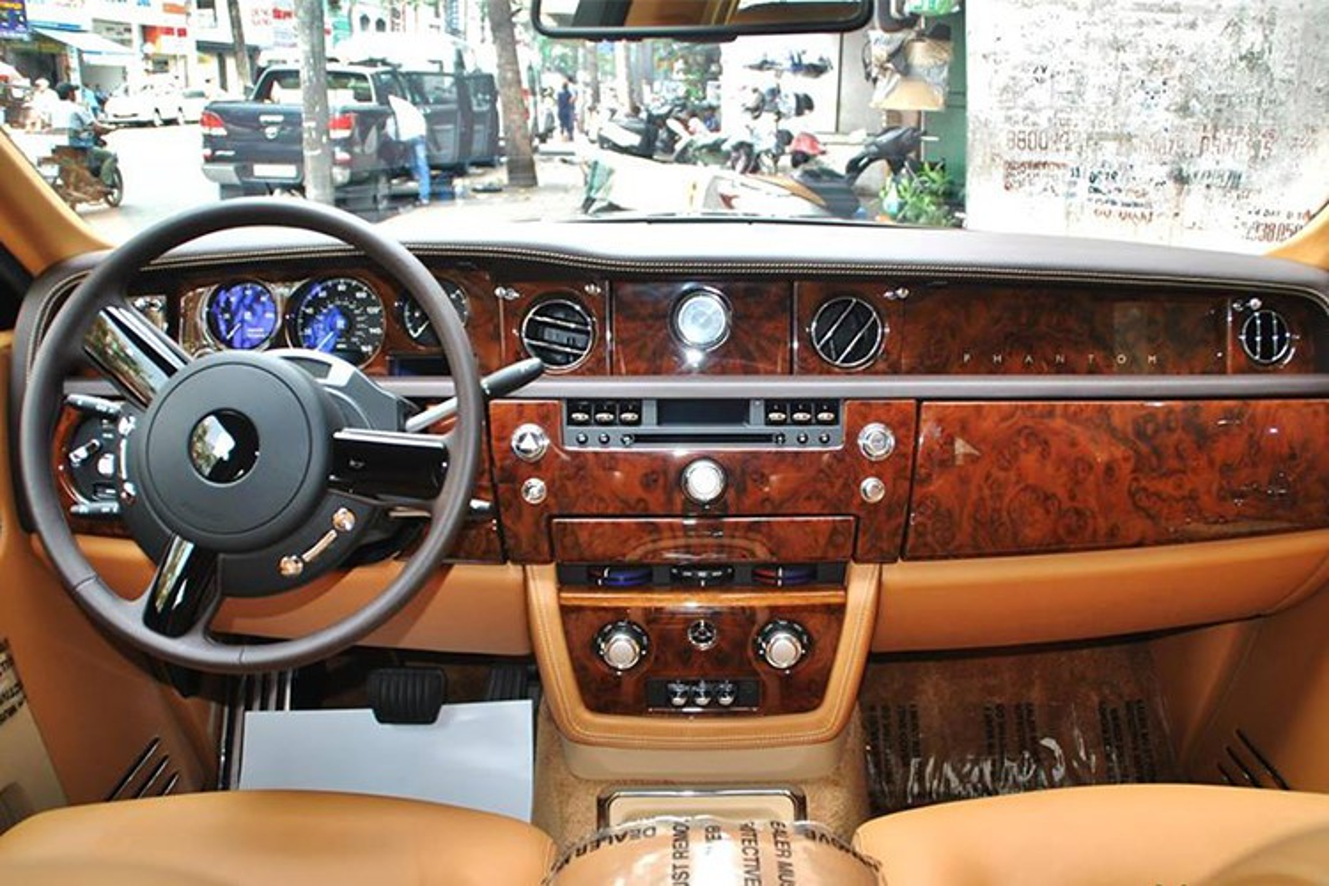 Rolls-Royce Phantom ma vang cua dai gia Quang Ninh chay rui-Hinh-5