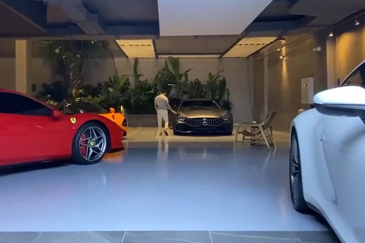 Cuong Do la chi 11,6 ty dong tau Mercedes-AMG GT-R moi-Hinh-2