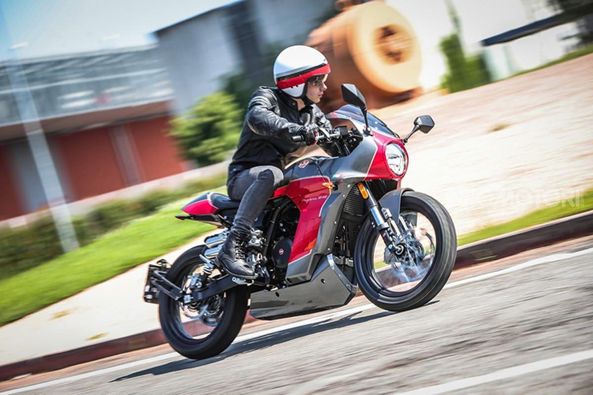 Ngam moto Aprilia Pagani 150 Cafe Racer chi 71,6 trieu dong-Hinh-8