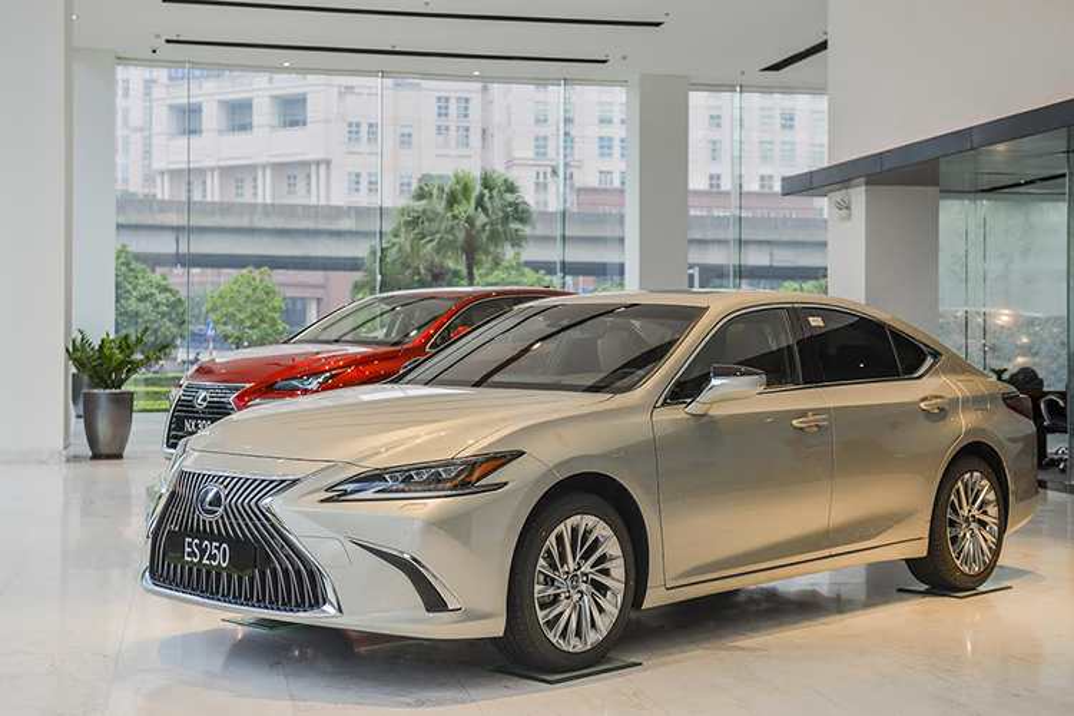 Can canh xe sang Lexus ES 2021 tu 2,54 ty tai Viet Nam